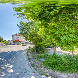 Uhlandstraße 2
